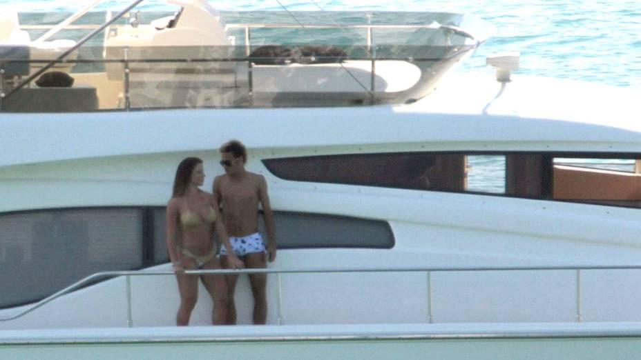 Neymar e a modelo Carol Abranches, ex-participante do reality-show Casa Bonita