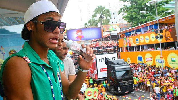 Neymar e Lucas curtem o domingo de Carnaval em Salvador