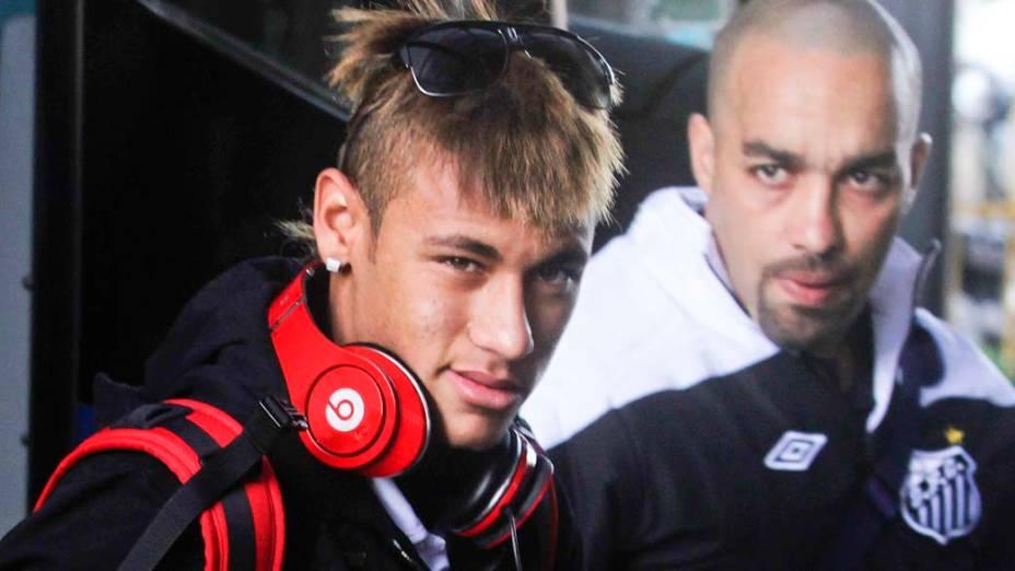 Neymar com o fone Monster Beats by Dr. Dre em Montevidéu, Uruguai