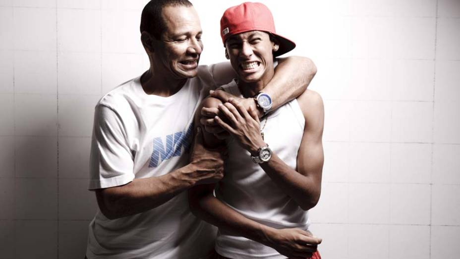 Neymar da Silva Santos com o filho Neymar no vestiário do CT Rei Pelé, em Santos, 2010