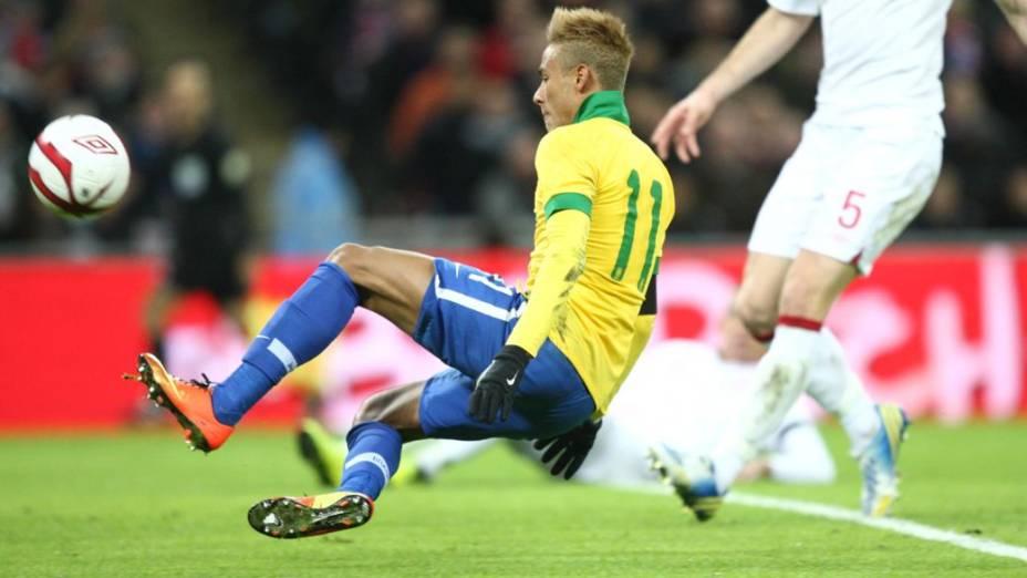 Neymar perdeu um gol feito no jogo contra a Inglaterra