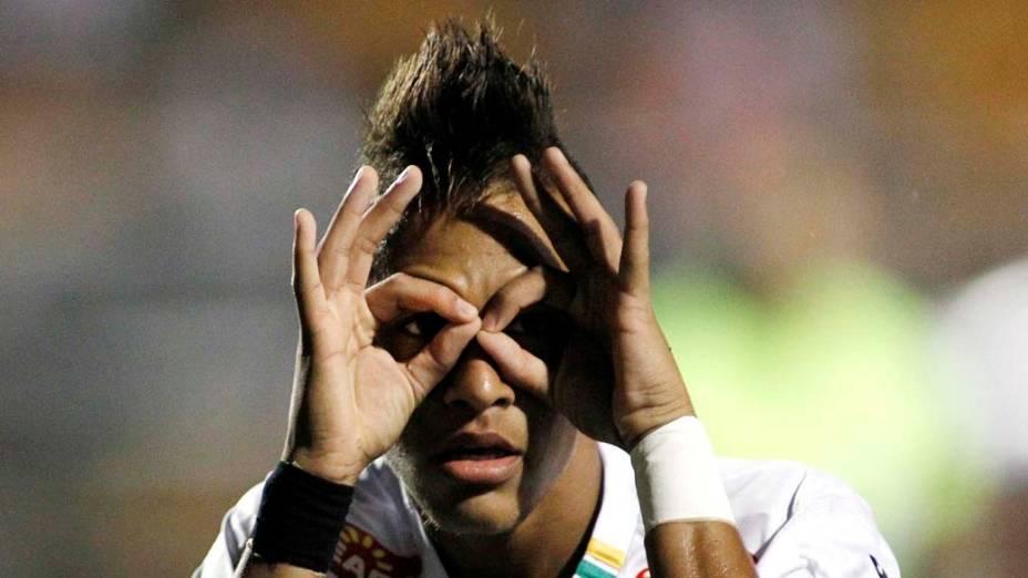 Neymar, atacante do Santos, comemorando o gol contra o Deportivo Tachira, pela Libertadores 2011, no Estádio do Pacaembu