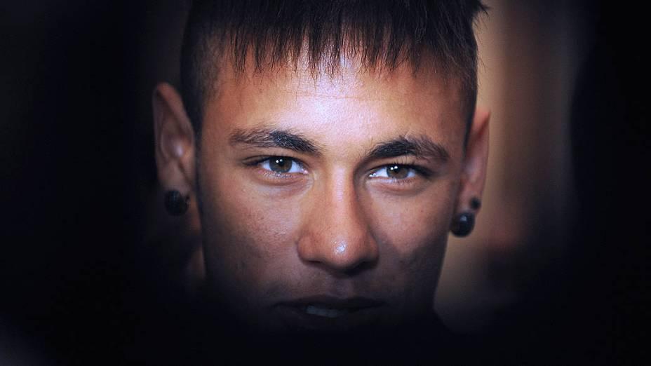 """Neymar recebe o troféu de """"Rei das Américas"""" no Uruguai"""