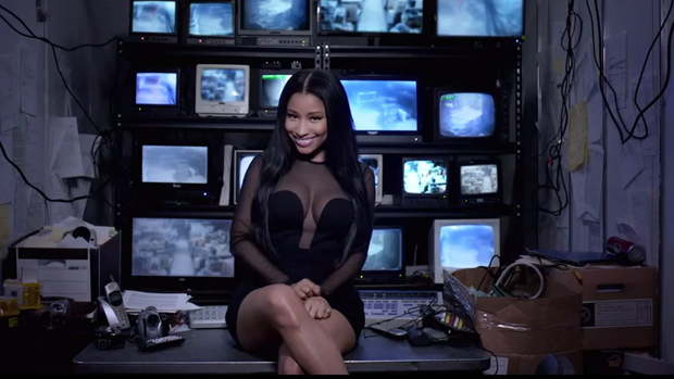 Nicki Minaj no clipe She Came to Give It to You