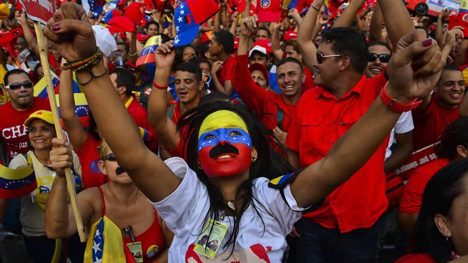 População acompanha o último comício de Nicolás Maduro antes das eleições presidenciais na Venezuela