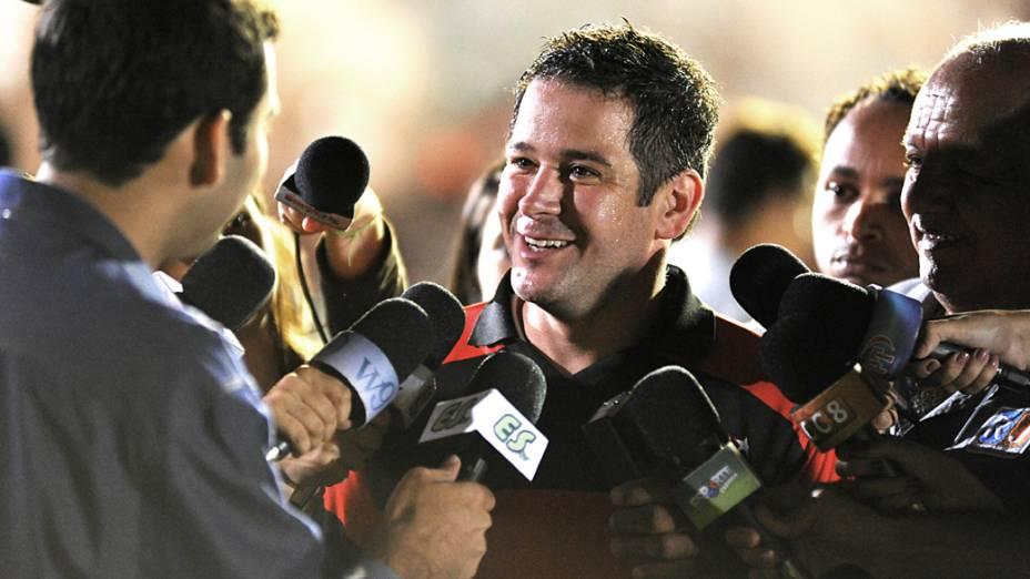 Tufão (Murilo Benício) fala à imprensa após conquistar título