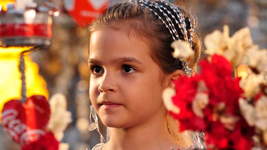 Rita (Mel Maia) durante gravações da novela Avenida Brasil