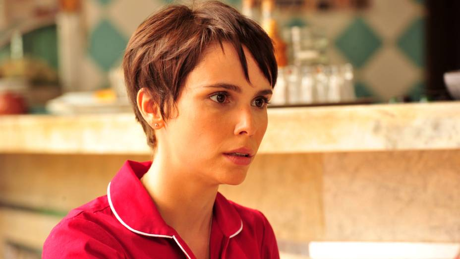 Nina (Débora Falabella) conta seu plano de vingança a mãe Lucinda (Vera Holtz)