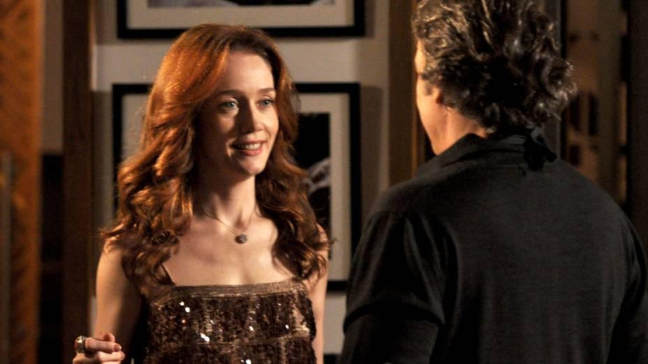 Noêmia (Camila Morgado) descobre caso de Cadinho (Alexandre Borges) com Alexia (Carolina Ferraz)