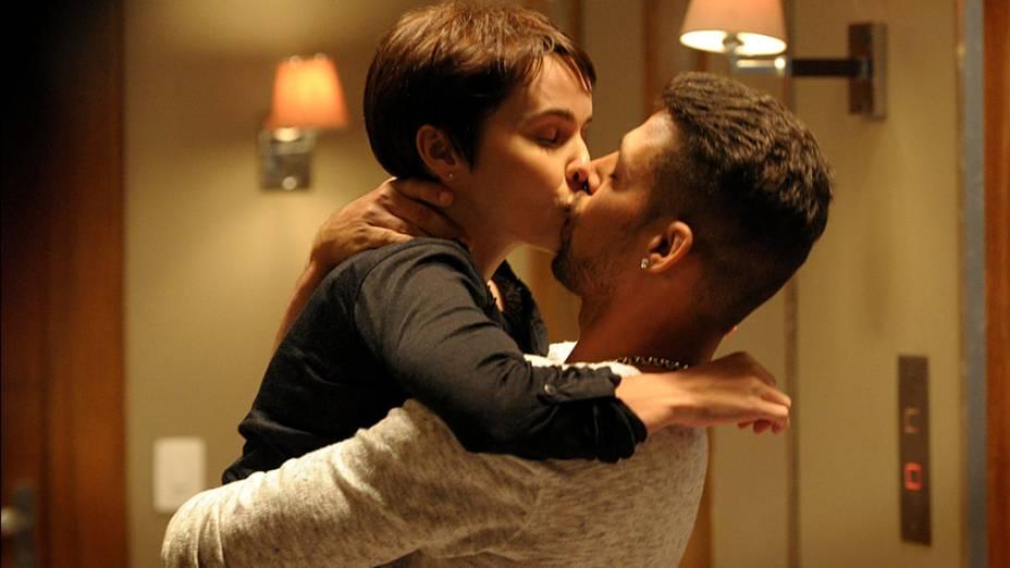 Nina (Débora Falabella) e Jorginho (Cauã Reymond) durante gravações da novela Avenida Brasil