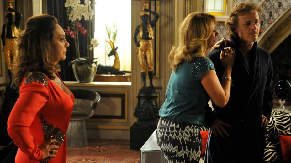 Ivana (Letícia Isnard) implora para Max (Marcelo Novaes) ficar