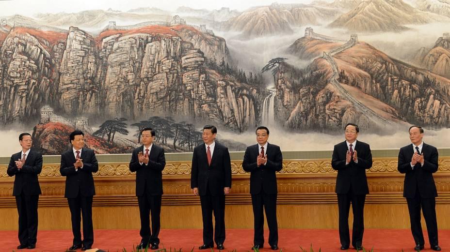 Os sete integrantes do novo Comitê Permanente do Partido Comunista chinês, apresentados em Pequim