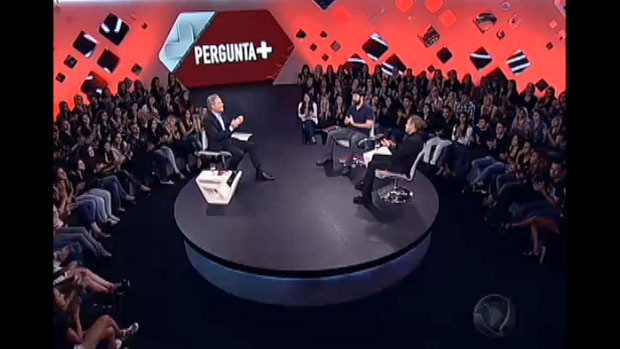 O apresentador Gugu Liberato em entrevista ao publicitário Roberto Justus, na Record