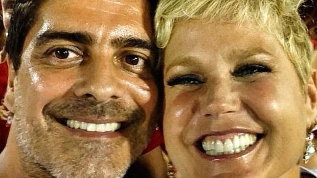 O ator Junno Andrade publicou foto com a namorada, Xuxa, no Instagram