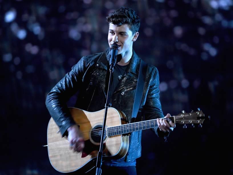 O cantor Shawn Mendes foi eleito revelação musical no People's Choice Awards