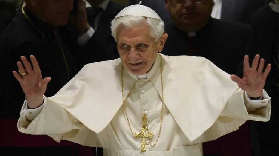 O papa Bento XVI em sua primeira aparição pública, na Quarta-Feira de Cinzas, desde o anúncio de sua renúncia