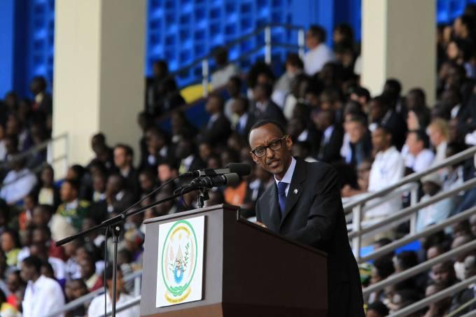 o-presidente-de-ruanda-paul-kagame-discursa-no-estadio-esportivo-da-capital-kigali-durante-uma-cerimonia-em-homenagem-aos-20-anos-do-genocidio-no-pais-original.jpeg