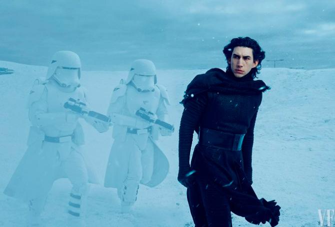 O vilão Kylo Ren interpretado pelo ator Adam Driver em Star Wars: O Despertar da Força