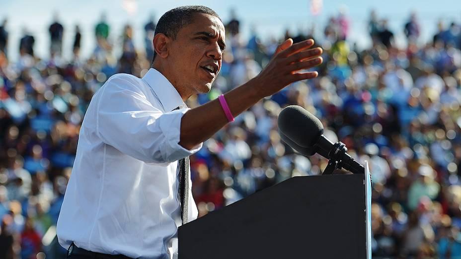 O presidente dos Estados Unidos, Barack Obama, discursa para multidão durante campanha, em Delray Beach, na Flórida