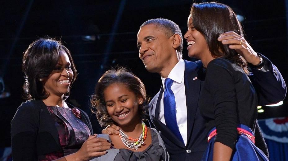 Obama festeja a vitória com a mulher, Michelle, e as filhas, Malia e Sasha