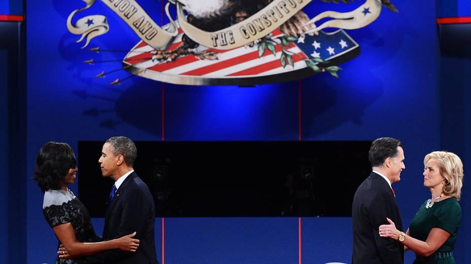 Obama e Romney encontram suas mulheres ao fim de debate presidencial na Flórida
