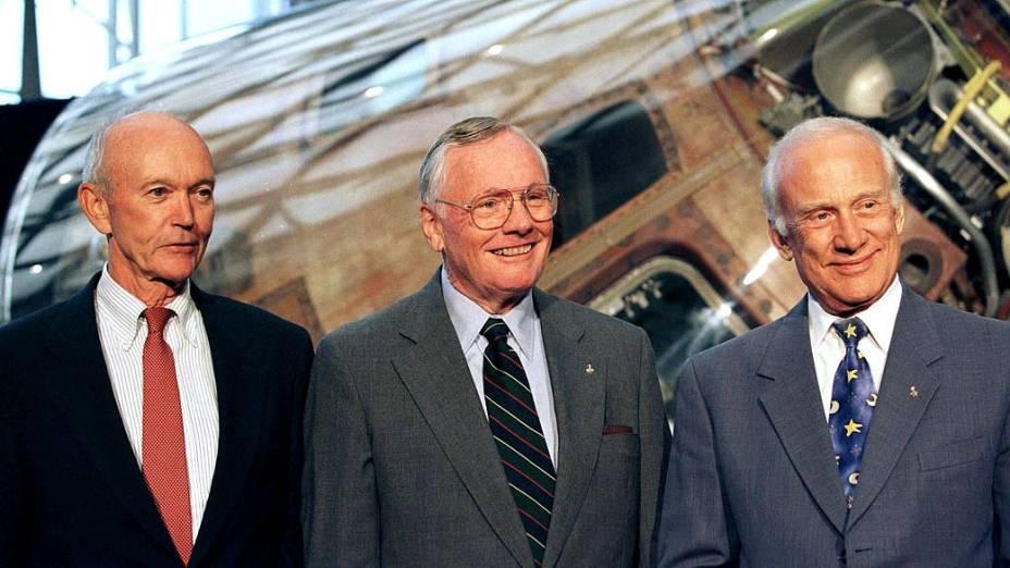 """Os astronautas Edwin """"Buzz"""" Aldrin (dir.), Neil Armstrong (centro) e Michael Collins, 30 anos depois da Missão Apollo 11"""