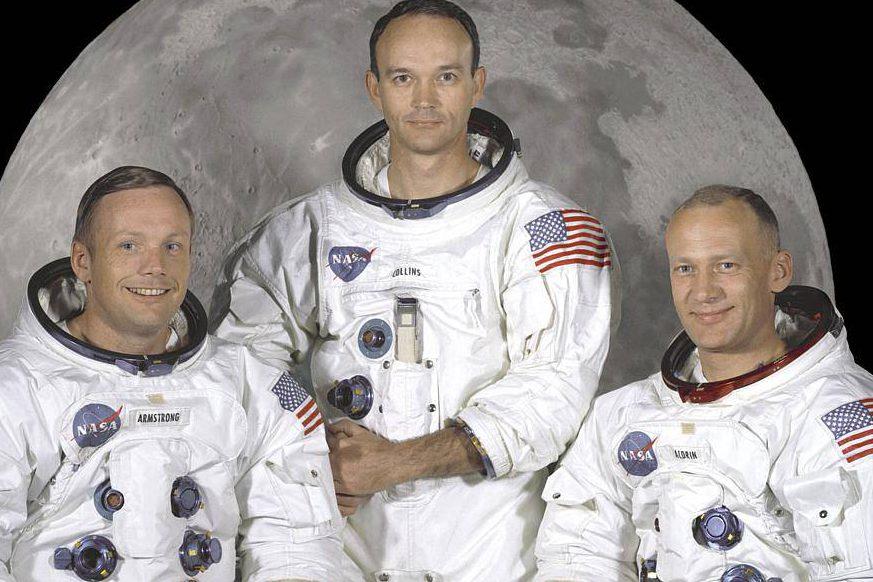 """Os astronautas Neil Armstrong (esq.), Michael Collins (centro) e Edwin """"Buzz"""" Aldrin da Missão Apollo 11"""