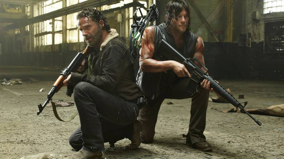 Os atores Andrew Lincoln (Rick) e Norman Reedus (Daryl) em The Walking Dead