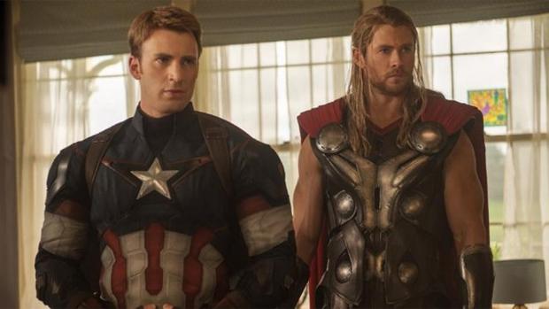 Os heróis Capitão América (Chris Evans) e Thor (Chris Hemsworth) em Vingadores: Era de Ultron