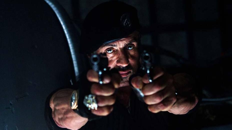Sylvester Stallone em cena de Os Mercenários 2