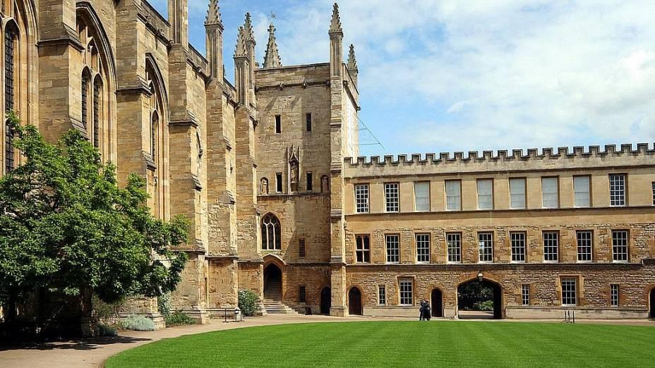 Pátio interno de um dos prédios da Universidade de Oxford