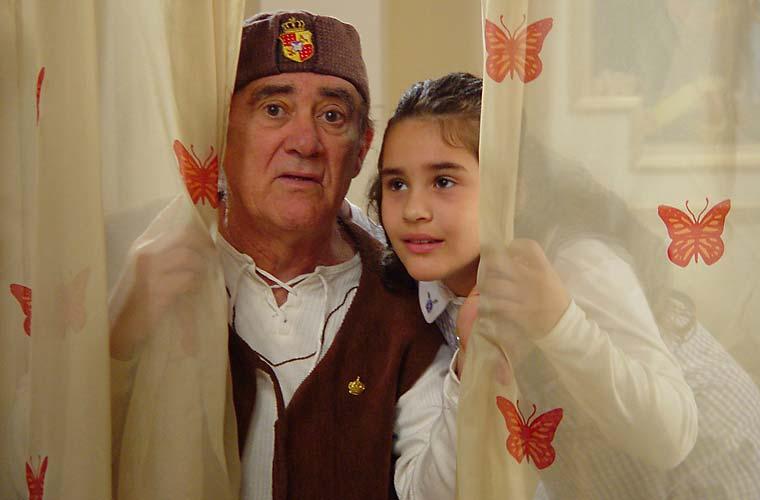 O humorista Renato Aragão já estrelou diversos filmes ao lado de sua filha Lívian Aragão. Acima, pai e filha em <em>O Cavaleiro Didi e a Princesa Lili</em>.