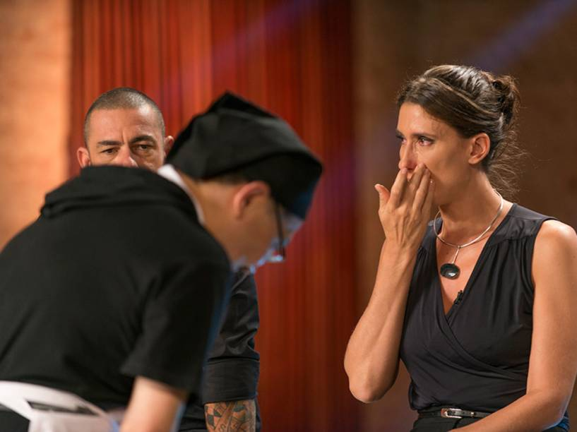 Paola se emociona com participante Lee, na terceira temporada do MasterChef