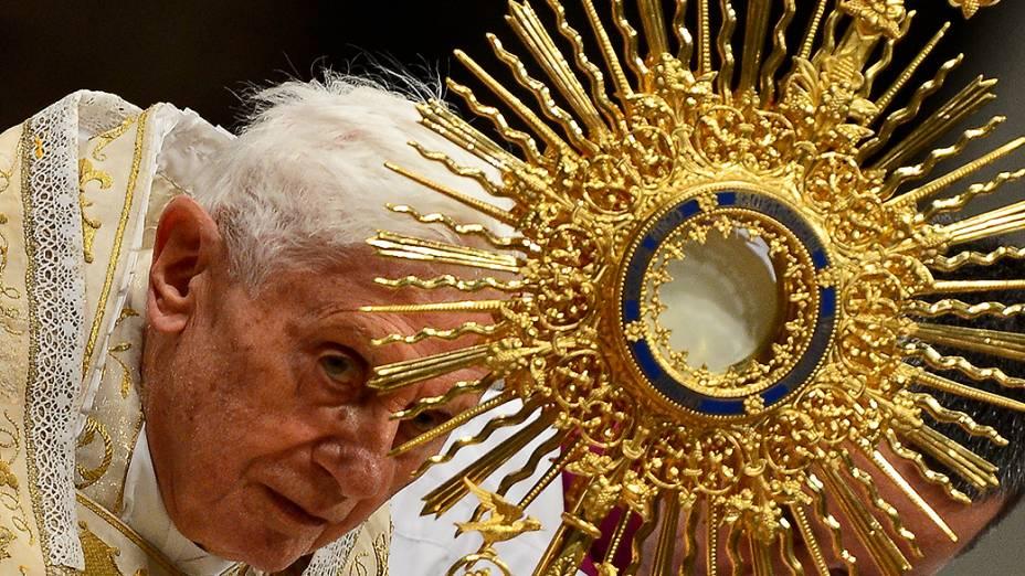 O Papa Bento XVI celebra o Te Deum, uma oração de ação de graças pelo ano de 2012, no Vaticano, em Dezembro de 2012