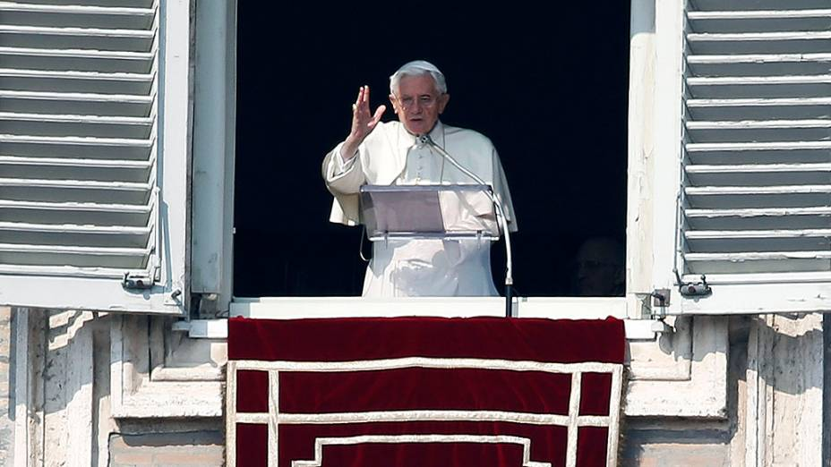 Papa Bento XVI durante a oração do Angelus dominical neste domingo (17)