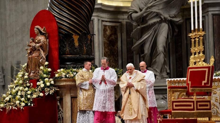 Papa Bento XVI celebra Missa do Galo na Basílica de São Pedro, no Vaticano
