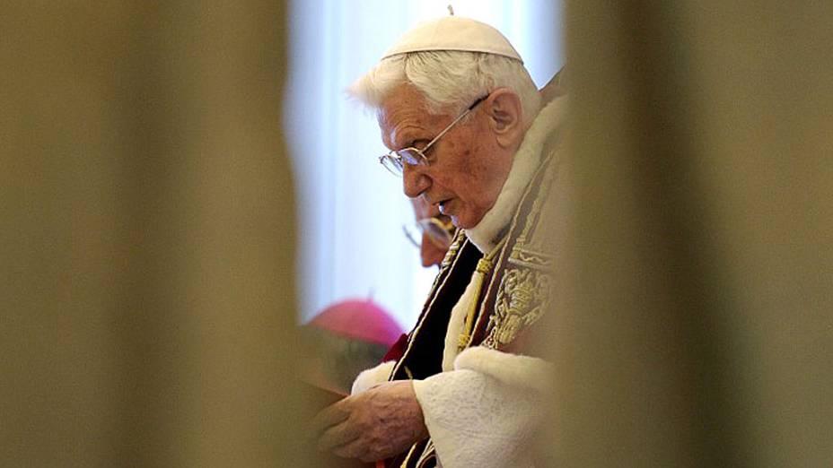 Papa Bento XVI dirigindo Consistório no Vaticano nesta Segunda-feira (11), quando anunciou sua renúncia ao papado