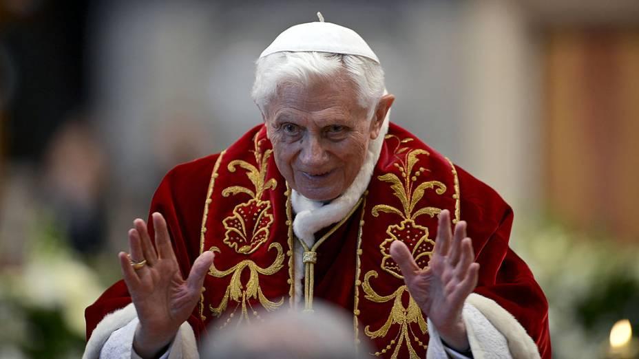 Papa Bento XVI durante missa no Sábado (09/02), na Basílica de São Pedro, no Vaticano