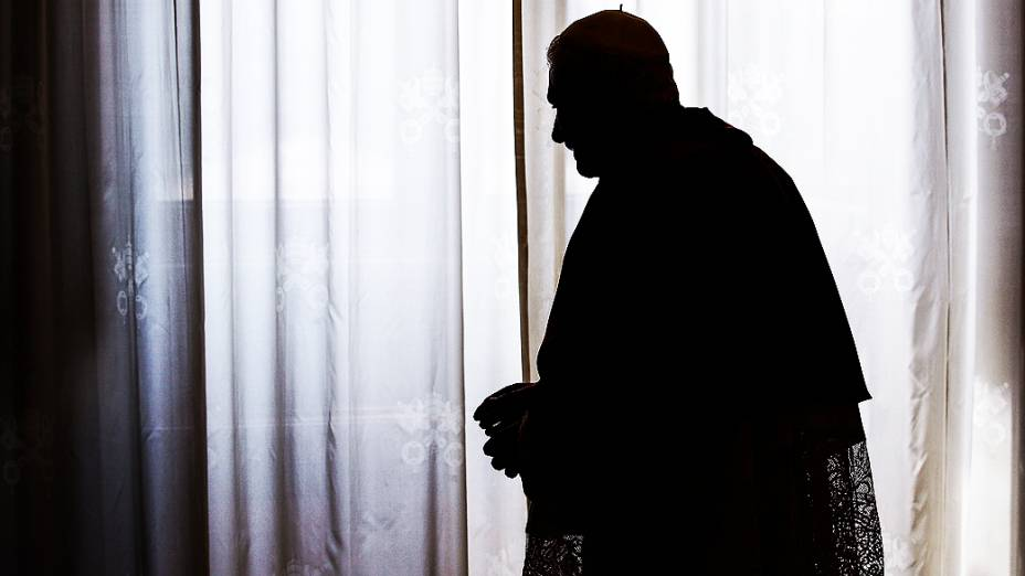 Escolhido papa em abril de 2005, Bento XVI vai renunciar ao pontificado dia 28 de fevereiro em razão da idade avançada