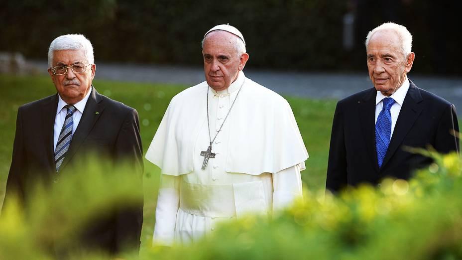 O papa Francisco recebe os presidentes israelense e palestino, Simón Peres e Mahmud Abbas, para invocar juntos a paz no Oriente Médio