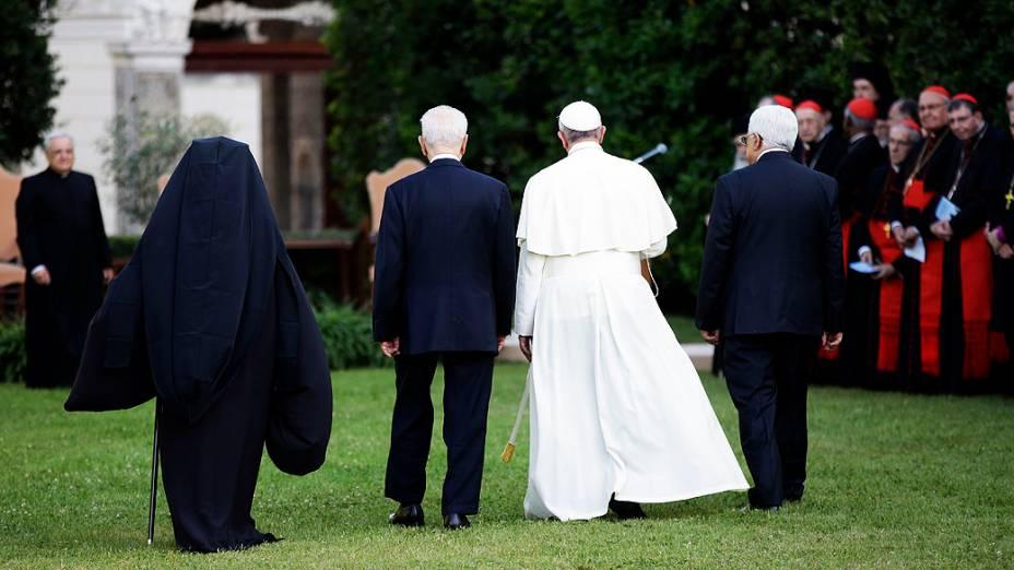 O papa se reúne no Vaticano com o chefe de Estado israelense, Shimon Peres, e o presidente da Autoridade Palestina, Mahmud Abbas