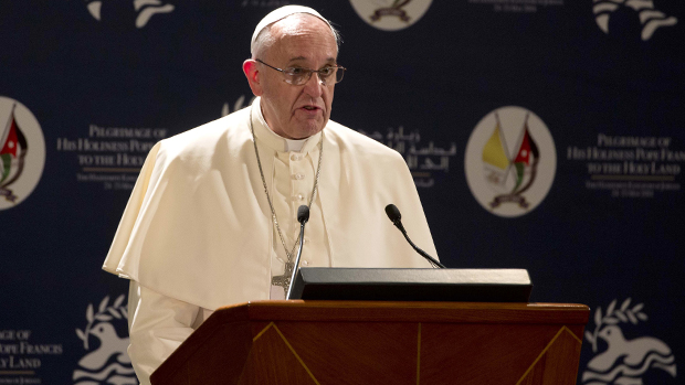 Papa Francisco faz um discurso logo depois de sua chegada a Amã, na Jordânia, em 24 de maio de 2014