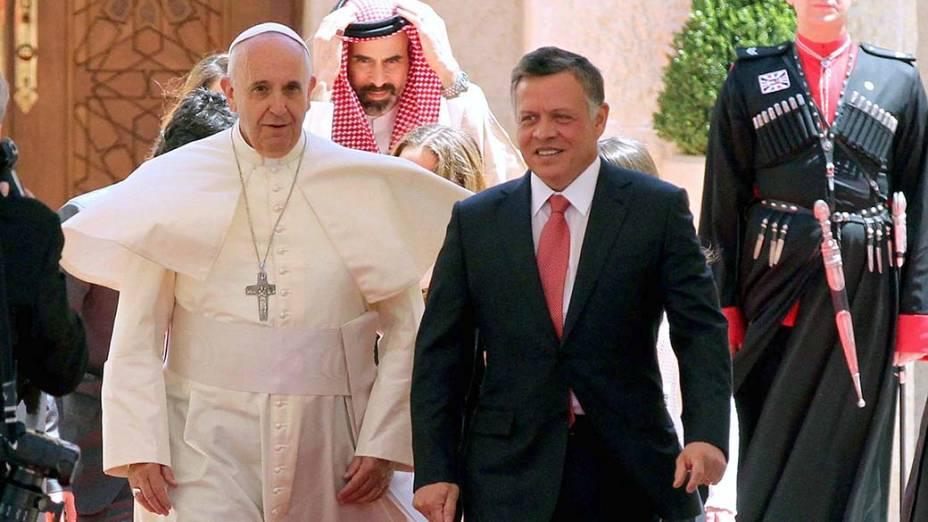 Em Amã, o rei da Jordânia Abdullah II recebe o papa Francisco