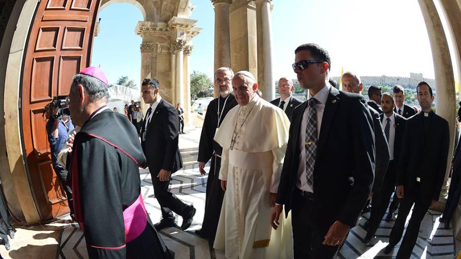 No último dia de viagem ao Oriente, o papa Francisco é fotografado na Igreja de Todas as Nações, durante visita oficial à Jerusalém