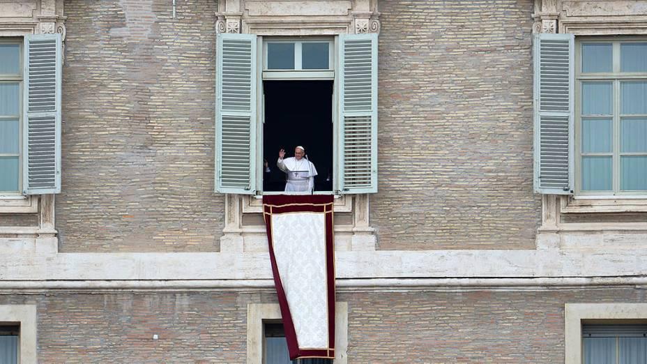 Papa Francisco celebra seu primeiro angelus dominical na Praça São Pedro, no Vaticano