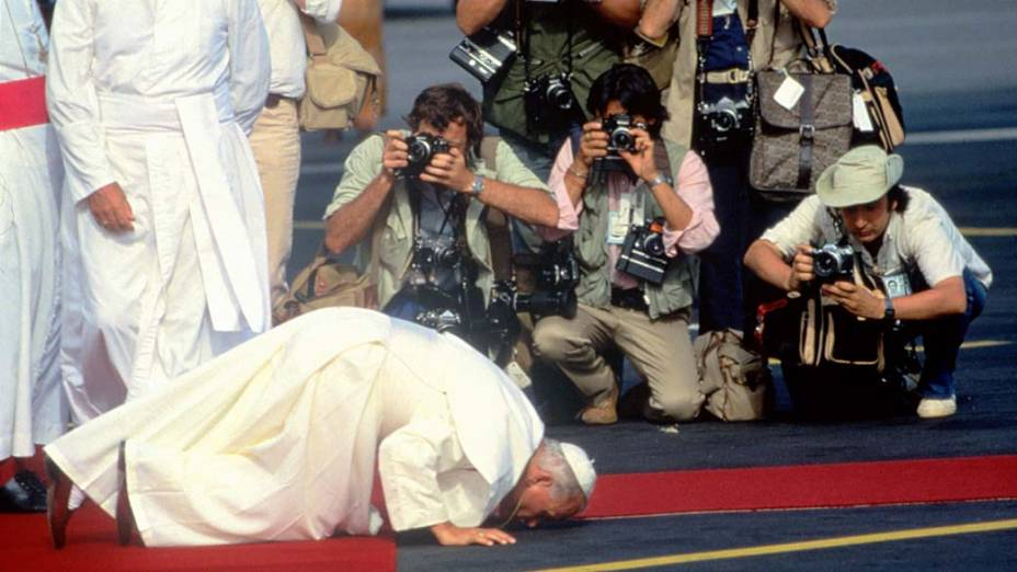 1979 – Papa João Paulo II na Polônia pela primeira vez depois que se tornou Papa