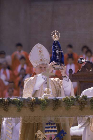 1980 – Papa João Paulo II na Catedral de Aparecida, São Paulo
