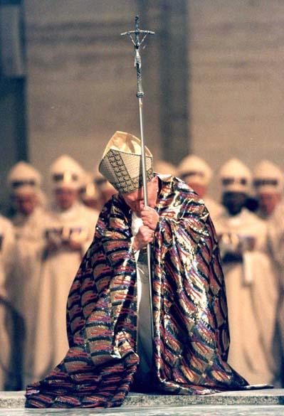 1999 - Papa João Paulo II na Basílica de São Pedro, no Vaticano