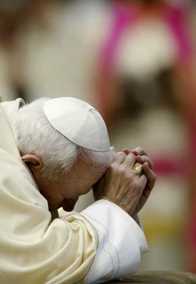 2002 – Papa João Paulo II na Basílica de São Pedro, no Vaticano