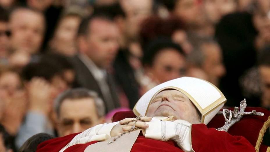 2005 – Corpo do Papa João Paulo II a caminho da Basílica de São Pedro, no Vaticano